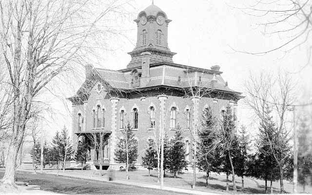 Black and white image of the Rice County Courthouse in 1901