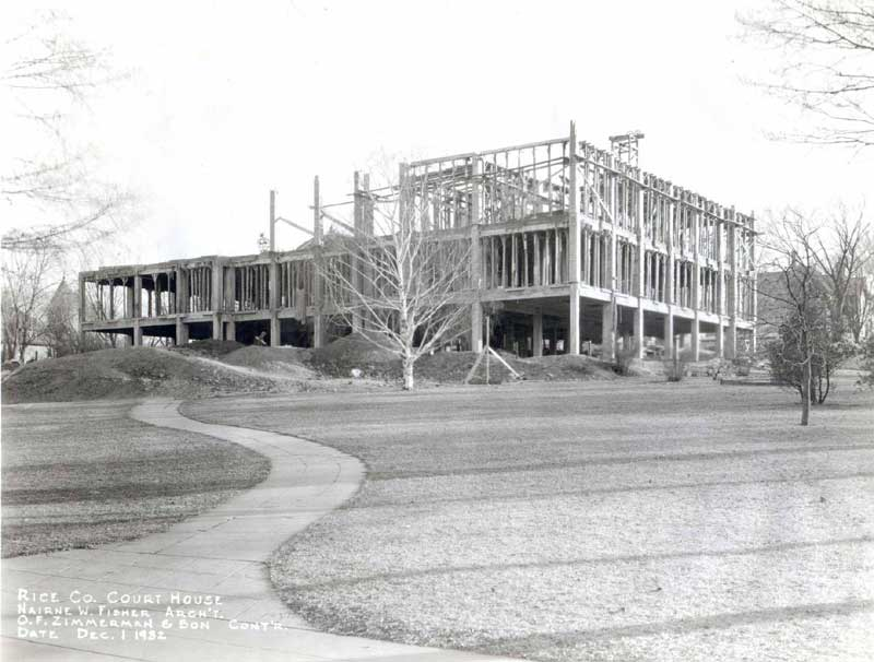 Black and white image of the rebuilding of the courthouse