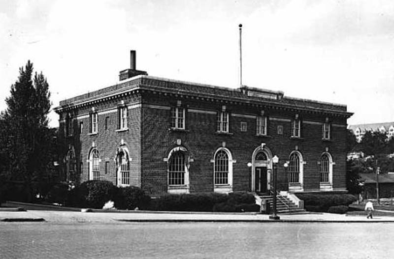 Black and white image of the flat roofed two story Faribault Post Office (1925)