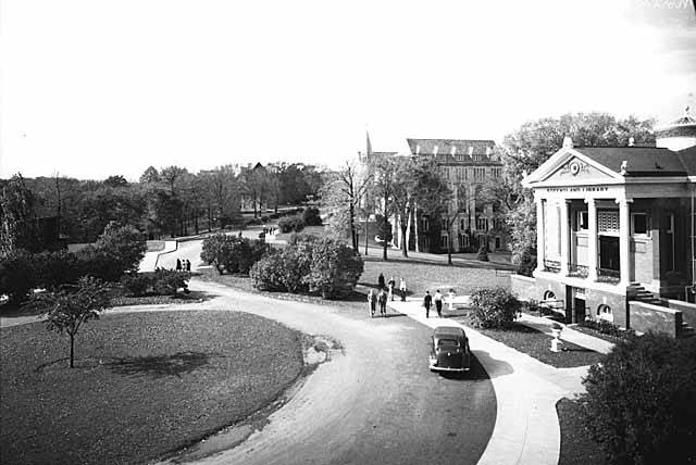 Black and white image of the building of St Olaf Steensland Library (1942) with driveway
