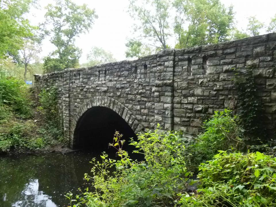 Modern picture of the stone Bridge Number  8096 over water